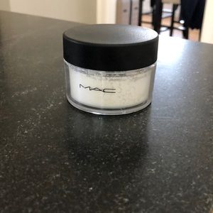 Mac invisible setting powder